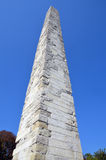 Geummauerter Obelisk lizenzfreie stockbilder