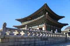 Geunjeongjeon Hall på gyeongbokgungslotten i Seoul, Korea fotografering för bildbyråer