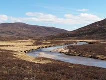 Geusachan烧伤, Cairngorms山,苏格兰在春天 免版税库存图片