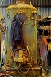 Gevaar, oude gele boiler Royalty-vrije Stock Fotografie
