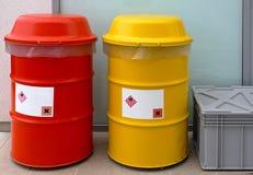 Gevaarlijk afvalvaten Stock Foto's