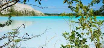 Gevaarlijk alkalisch meerlandschap royalty-vrije stock foto