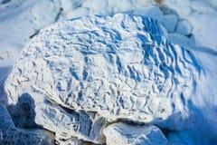 Gevaarlijke alkalische meerkristallen stock afbeeldingen