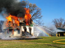 Gevaarlijke Brand die wordt gecontroleerd Stock Fotografie