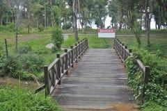 Gevaarlijke brug Stock Foto