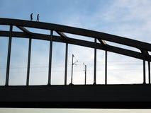 Gevaarlijke gang over de brug Stock Foto