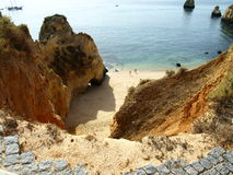 Gevaarlijke gebroken weg in Portugal Stock Foto