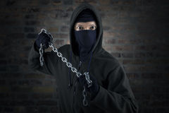 Gevaarlijke moordenaar met ketting royalty-vrije stock foto's
