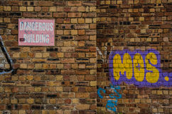 Gevaarlijke muur stock afbeelding