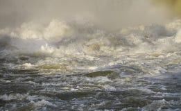 Gevaarlijke rivierstroomversnelling Royalty-vrije Stock Foto's