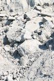 Gevallen rotsen van rand van klip Royalty-vrije Stock Fotografie