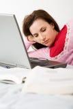 Gevallen in slaap terwijl het bestuderen Royalty-vrije Stock Foto
