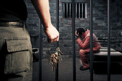 Gevangenbewaarder met sleutels Stock Foto's