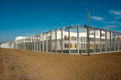 Gevangenis achter de omheining Stock Fotografie