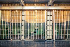 Gevangeniscel in Alcatraz-gevangenis in San Francisco California stock foto's