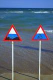 Gevarenzonetekens op het strand Royalty-vrije Stock Afbeeldingen