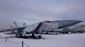 Gevechtshelikopters van Rusland op de straten bij het Museum van Monino stock fotografie