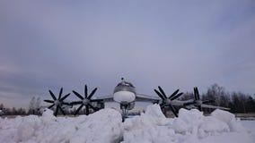 Gevechtshelikopters van Rusland op de straten bij het Museum van Monino stock afbeeldingen