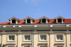 Geveltop op het dak stock afbeelding