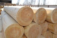 Geveltopgedeelte van houten cilinder Stock Foto's