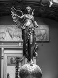 Gevleugeld Overwinnings oud beeldhouwwerk van Nika stock afbeeldingen