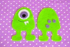 Gevoeld naaiend monsterstuk speelgoed stap Les het naaien Stock Fotografie