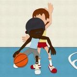 Gevoelde Basketbalspelers die op Hof concurreren Stock Afbeeldingen