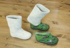 Gevoelde laarzen Stock Afbeeldingen