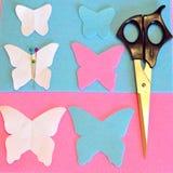 Gevoelde vlinder, schaar, spelden, document patronen Het naaien reeks Stock Fotografie
