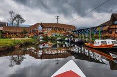 Gevoelig & kleurrijk laguna La Cocha, Colombia Stock Foto's