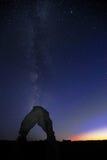 Gevoelige Bogen tegen Melkweg Stock Foto