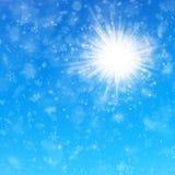 Gevoelige de winter zonnige dag met blauwe hemel en sneeuwvalachtergrond Eps 10 vector illustratie