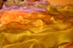 Gevoelige golvende mooie stof. Royalty-vrije Stock Afbeeldingen