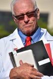 Gevoelloze Hogere Mannelijke Dokter At Hospital royalty-vrije stock foto