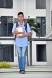 Gevoelloze Mannelijke Student Walking stock foto