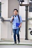 Gevoelloze Mannelijke Student Walking royalty-vrije stock foto