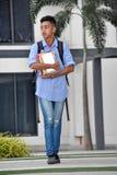 Gevoelloze Minderheids Mannelijke Student With Books Walking royalty-vrije stock afbeeldingen