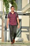 Gevoelloze Universitaire Person With Books Walking On-Campus royalty-vrije stock foto's