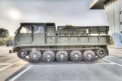 Gevolgde artillerietractor Stock Afbeeldingen