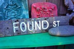 GEVONDEN straatteken Stock Foto's