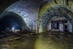 Gevorkte tunnel bij Voorwerp 221, verlaten sovjetbunker, reservecommandopost van de Vloot van de Zwarte Zee royalty-vrije stock afbeelding