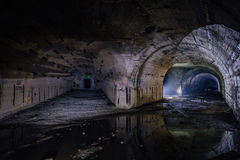 Gevorkte tunnel bij Voorwerp 221, verlaten sovjetbunker, reservecommandopost van de Vloot van de Zwarte Zee royalty-vrije stock afbeeldingen