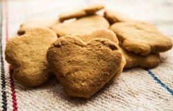 Gevormd het koekjeshart van het koekjesgebakje Stock Afbeeldingen