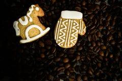 Gevormd koekjes met de hand gemaakt geschilderd suikerglazuur stock afbeelding