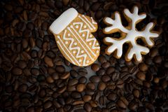 Gevormd koekjes met de hand gemaakt geschilderd suikerglazuur stock foto