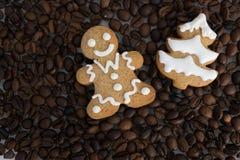 Gevormd koekjes met de hand gemaakt geschilderd suikerglazuur stock foto's