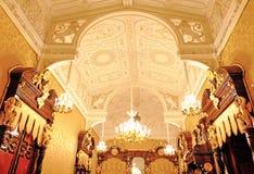 Gevormd plafond met monogrammen en engelen stock foto's