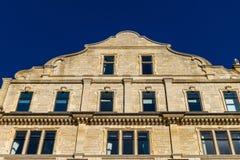 Gevormde geveltop van het gebouw dat vroeger het Imperiumhotel aan de kant van de de bouw onder ogen ziende Grote Parade, Bad, En royalty-vrije stock foto