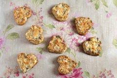 Gevormd die het hart van koekjes van noten en honing wordt gemaakt Royalty-vrije Stock Foto