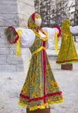 Gevuld in traditionele Russische kleren royalty-vrije stock foto's
